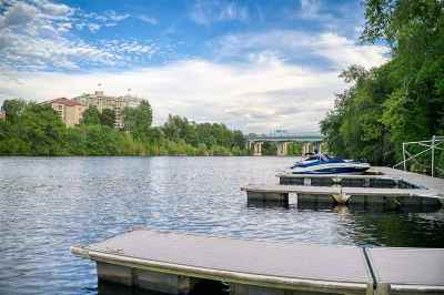 Manchester Single Family Home For Sale: 17 Riverfront Drive #1