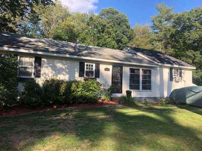 Hooksett NH Single Family Home For Sale: $264,900