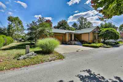Manchester Single Family Home For Sale: 131 Woodland Avenue