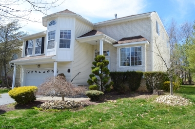 Old Bridge Twp. Single Family Home For Sale: 64 Pemberton Dr