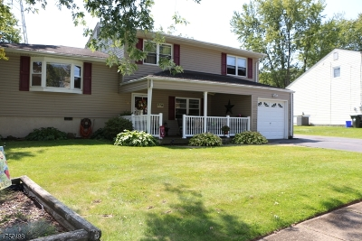 Mount Olive Twp. Single Family Home Active Under Contract: 63 Biscay Dr