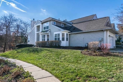 Randolph Twp. Condo/Townhouse For Sale: 121 Woodmont Dr