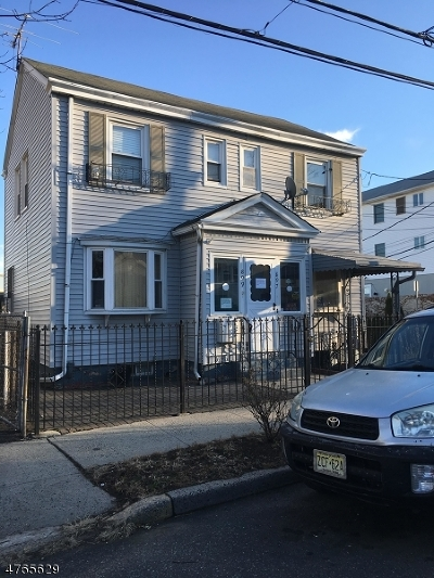 Newark City Multi Family Home For Sale: 897 Clifton Ave