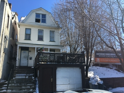 Single Family Home For Sale: 889 Broadway
