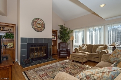Bernards Twp. Condo/Townhouse For Sale: 28 Roberts Cir