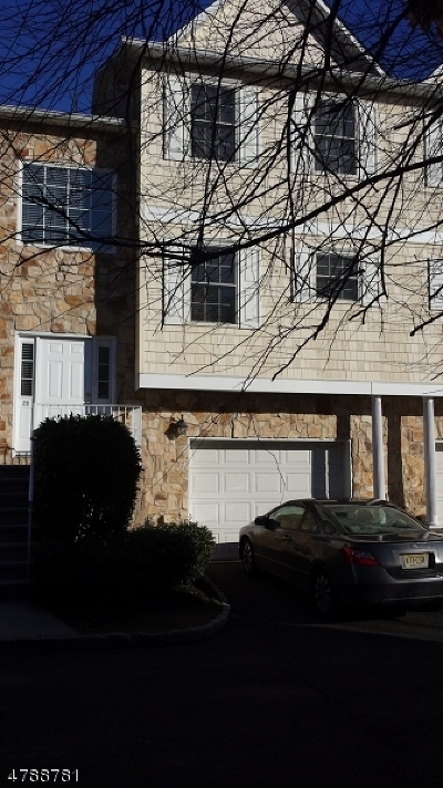 Belleville Twp. Condo/Townhouse For Sale: 28 Belle Oak Lane