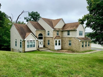 Wayne Twp. Single Family Home For Sale: 8 Stone Hill Rd