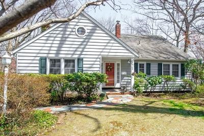 Wayne Twp. Single Family Home For Sale: 114 Lake Dr W