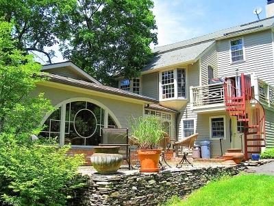 Clinton Town Single Family Home For Sale: 76 Center St