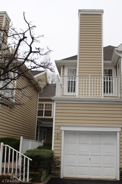 Berkeley Heights Condo/Townhouse For Sale: 2 Springholm Dr