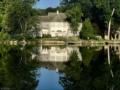 Wayne Twp. Single Family Home For Sale: 1076 Pines Lake Dr