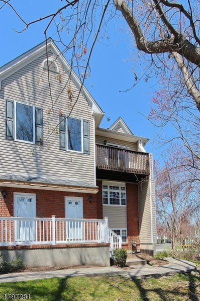 Berkeley Heights Condo/Townhouse For Sale: 24 Castle Dr