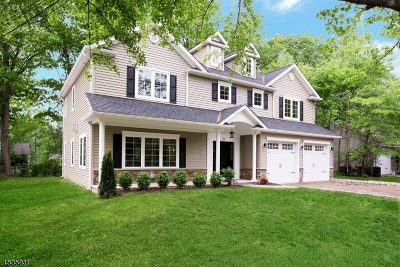 Livingston Single Family Home For Sale: 39 Melrose Dr