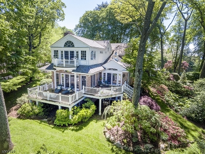 Single Family Home For Sale: 25 Hillcrest Rd