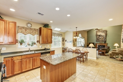 Franklin Twp. Single Family Home For Sale: 29 Woodfield Court