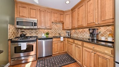 Hawthorne Boro NJ Condo/Townhouse For Sale: $387,500
