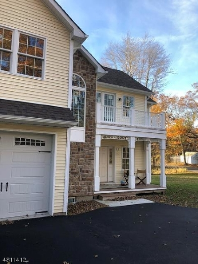 Denville Twp. Single Family Home For Sale: 15 Entrance Way