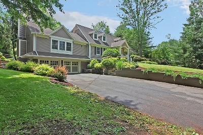 Long Hill Twp Single Family Home For Sale: 70 Woodgate Ln