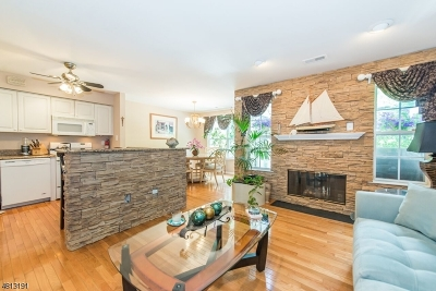 Berkeley Heights Twp. Condo/Townhouse For Sale: 74 Springholm Drive