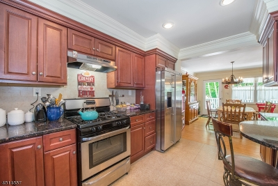 Oakland Boro Single Family Home For Sale: 96 Truman Blvd