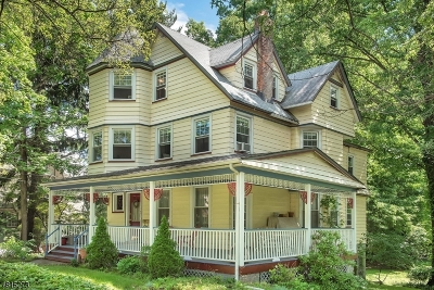 Single Family Home For Sale: 121 Harrison Ave
