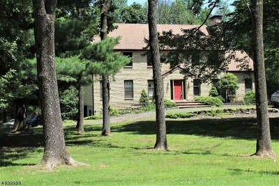 Clinton Twp. Single Family Home For Sale: 4 Stone Gate Lane