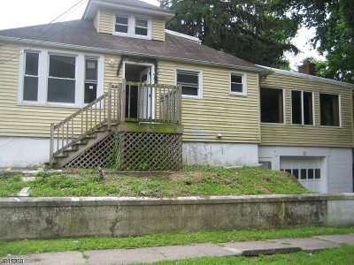 Passaic County Multi Family Home For Sale: 106 Llewellyn Ave