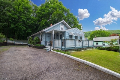 High Bridge Boro Single Family Home For Sale: 26 Larrison Rd