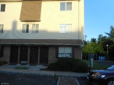 Union Twp. Condo/Townhouse For Sale: 411 Orchard Meadows Dr
