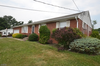 Holland Twp., Milford Boro Single Family Home For Sale: 60 Dawn Rd