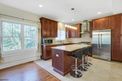 Berkeley Heights Condo/Townhouse For Sale: 200 Sherman Ave South #1