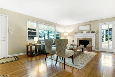 Single Family Home For Sale: 44 Great Oak Dr