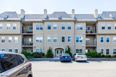Wayne Twp. Condo/Townhouse For Sale: 1114 Brittany Dr