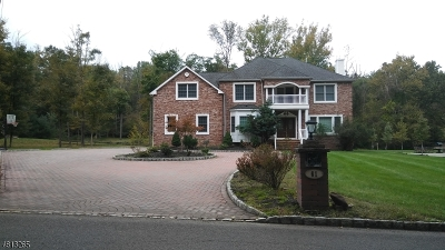 Warren Twp. Single Family Home For Sale: 61 Broadway Rd