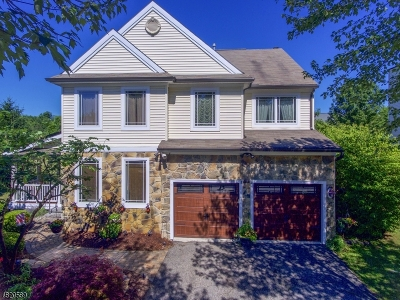 Union Twp. Single Family Home For Sale: 26 Village Sq Dr