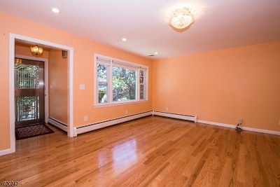 Livingston Single Family Home For Sale: 24 Collins Ter