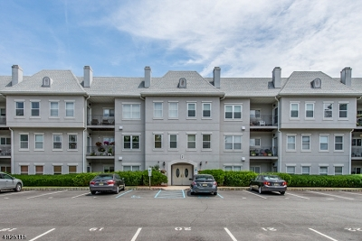 Wayne Twp. Condo/Townhouse For Sale: 414 Brittany Dr #414
