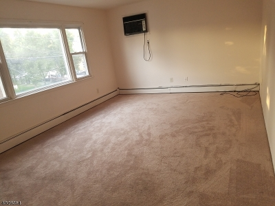 Kearny Town NJ Rental For Rent: $1,600
