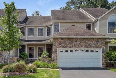 Livingston Twp. Condo/Townhouse For Sale: 81 Winged Foot Dr