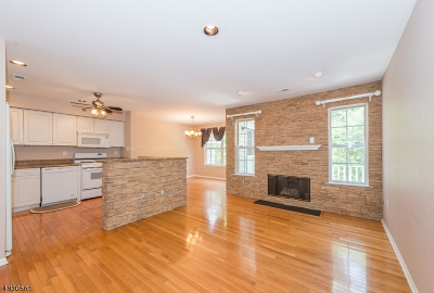 Berkeley Heights Condo/Townhouse For Sale: 74 Springholm Drive