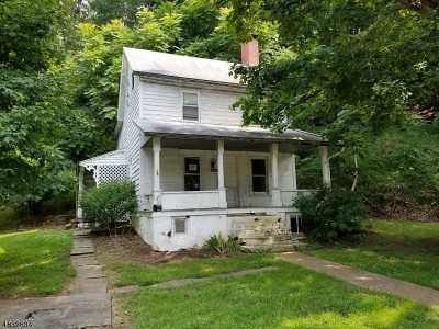 Holland Twp., Milford Boro Single Family Home For Sale: 104 Mill Street