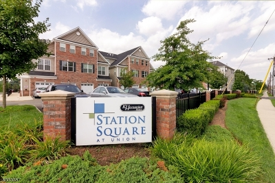 Union Twp. Condo/Townhouse For Sale: 30 Station Sq