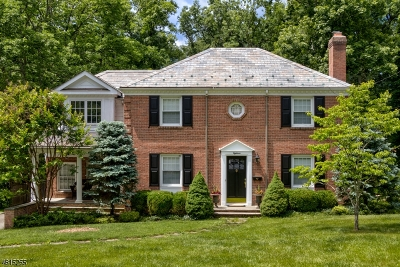 Single Family Home For Sale: 18 Exeter Rd