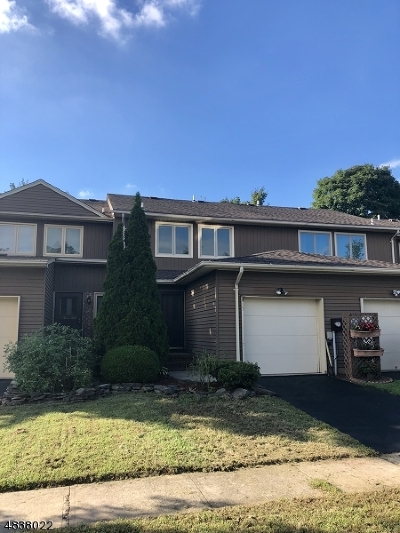 Raritan Twp. Condo/Townhouse For Sale: 15 Sherwood Ct