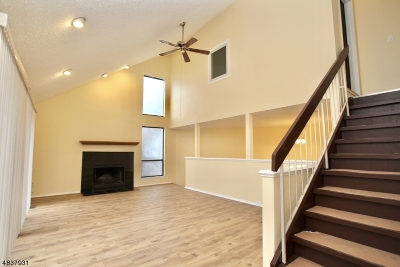 Franklin Twp. Condo/Townhouse For Sale: 168 Kingsberry Dr