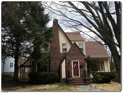 Maplewood Twp. Single Family Home For Sale: 7 Evergreen Pl