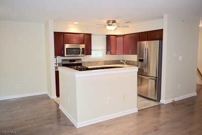 Berkeley Heights Twp. Condo/Townhouse For Sale: 80 Springholm Dr #80
