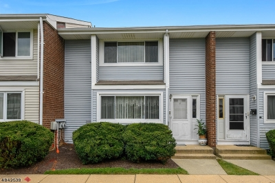 South Brunswick Twp. Condo/Townhouse For Sale: 3 Quincy Cir #M