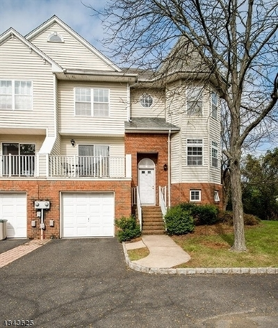 Berkeley Heights Condo/Townhouse For Sale: 12 Cottage Ct