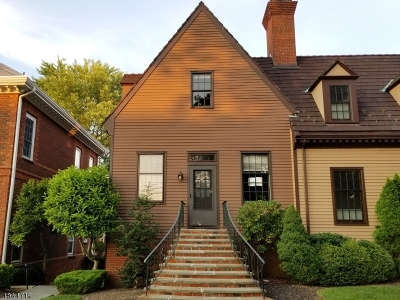 New Providence Condo/Townhouse For Sale: 39 Murray Hill Sq
